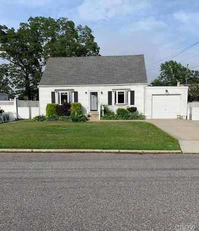 Deer Park NY Single Family Home For Sale: $374,999