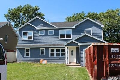 Franklin Square Single Family Home For Sale: 648 Willow Rd