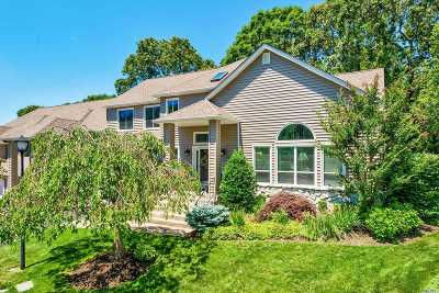 Smithtown Condo/Townhouse For Sale: 11 Stone Gate Ct