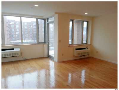 Woodside Condo/Townhouse For Sale: 63-14 Queens Blvd #6G