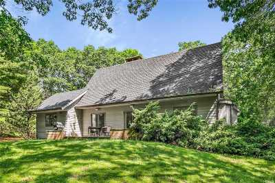East Hampton Single Family Home For Sale: 14 Stirrup Ct