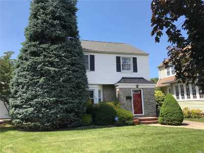 Hempstead Single Family Home For Sale: 27 Azalia Ct