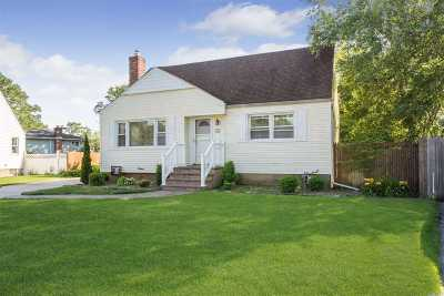 Wantagh Single Family Home For Sale: 1446 Chelsea Rd