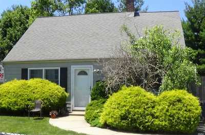 Levittown Single Family Home For Sale: 18 Wantagh Ave
