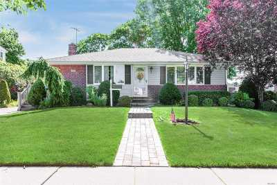 Levittown Single Family Home For Sale: 263 Whittier Ave