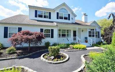 Manorville Single Family Home For Sale: 10 Sparrow Ln