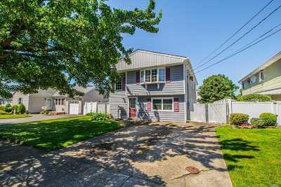 Lindenhurst Single Family Home For Sale: 545 S 6th St