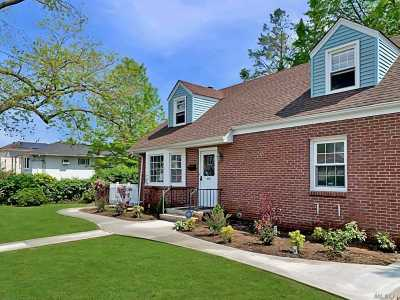 Uniondale Single Family Home For Sale: 576 Southern Pkwy