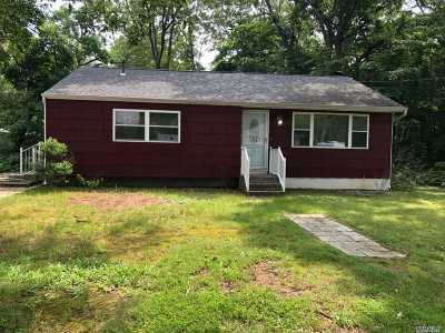 Farmingville Single Family Home For Sale: 21 Raymond Ave