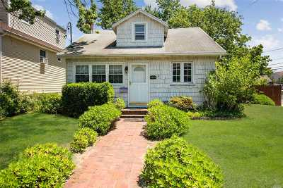 Bellmore Single Family Home For Sale: 2683 Hewlett Ln