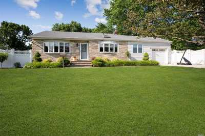 Bethpage Single Family Home For Sale: 11 Armon Dr