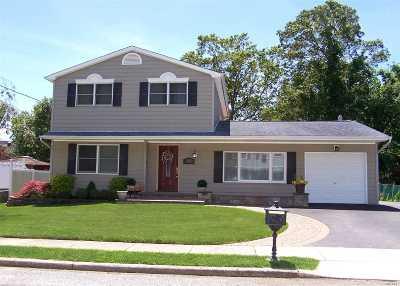 Holbrook Single Family Home For Sale: 362 Silva St