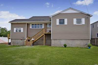 Lindenhurst Single Family Home For Sale: 23 W Saltaire Rd