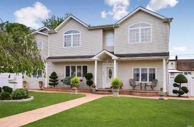 Lindenhurst Multi Family Home For Sale: 131 32nd St
