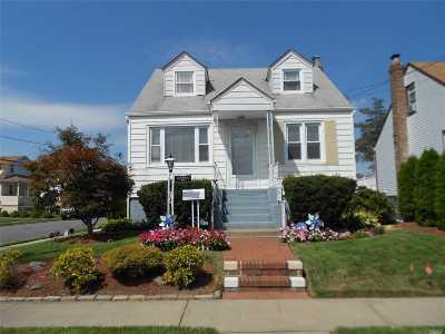 Cedarhurst Single Family Home For Sale: 492 Lincoln St