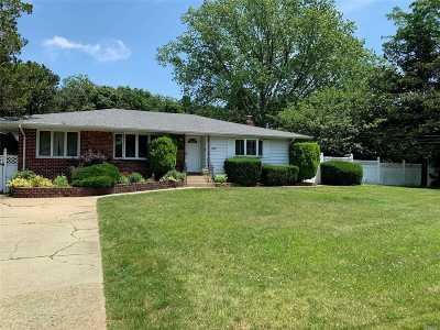 Bay Shore Single Family Home For Sale: 1529 Pine Acres Blvd
