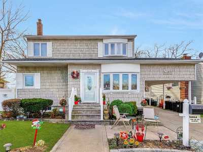 Lindenhurst Single Family Home For Sale: 509 N Monroe Ave