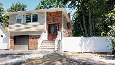 Syosset Single Family Home For Sale: 92 Muttontown Rd