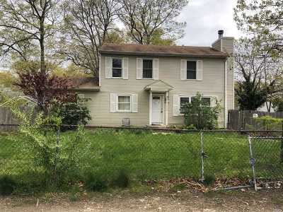 Mastic Single Family Home For Sale: 19 Montgomery Ave