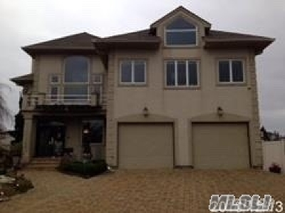 Babylon Single Family Home For Sale: 27 Waters Edge Ct