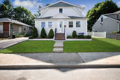 Bethpage Single Family Home For Sale: 25 S 2nd St