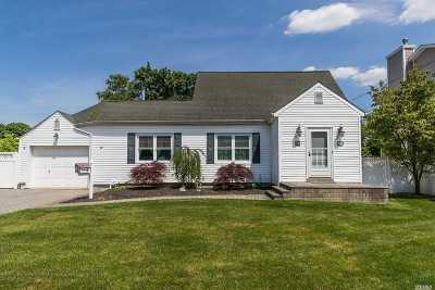 Bethpage Single Family Home For Sale: 20 N Nassau St