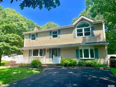 Manorville Single Family Home For Sale: 35 South St