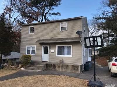Medford Single Family Home For Sale: 43 Park Ln