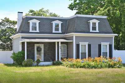 Islip Single Family Home For Sale: 43 Watson Pl