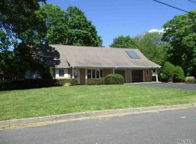 Center Moriches Single Family Home For Sale: 3 Grace Ct