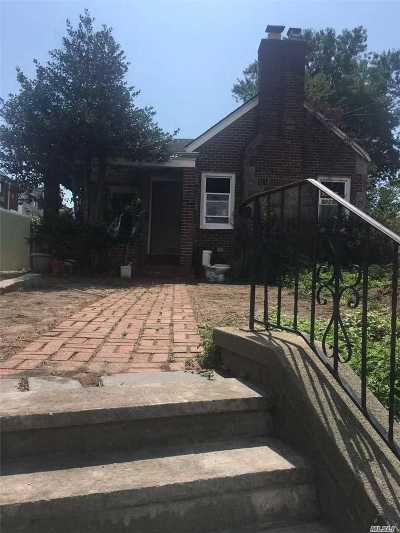 Queens County Single Family Home For Sale: 534 Grassmere Ter