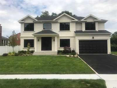 Jericho Single Family Home For Sale: 100 Rockland Dr