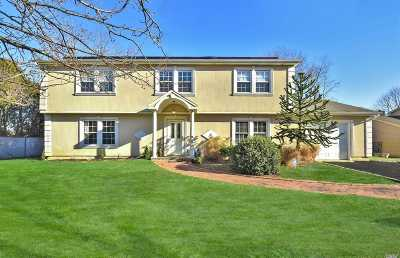 Dix Hills Single Family Home For Sale: 89 Stonehurst Ln