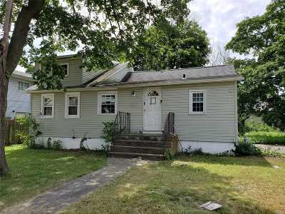 Westbury Single Family Home For Sale: 221 Brooklyn Ave