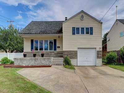 N. Babylon Single Family Home For Sale: 21 Floyd St