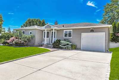 Plainview Single Family Home For Sale: 1 Vera Ave