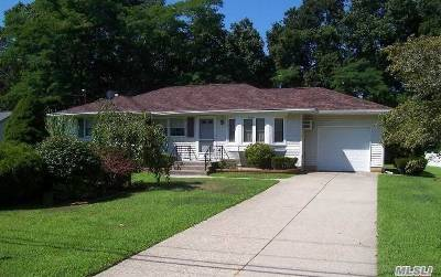 East Moriches Single Family Home For Sale: 32 Newport Beach Blvd