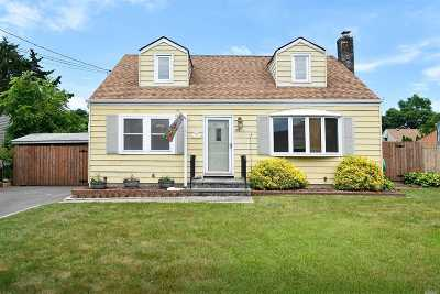 Huntington Single Family Home For Sale: 43 Bogart St