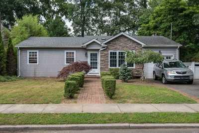 Amityville Single Family Home For Sale: 115 Washington Ave