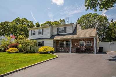 Holtsville Single Family Home For Sale: 18 Country Greens Dr