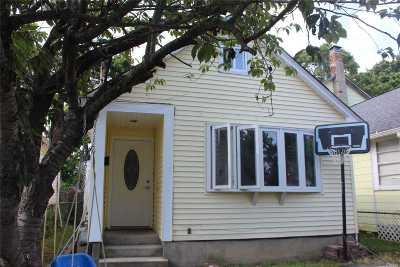 Bay Shore Single Family Home For Sale: 9 Lockwood Rd