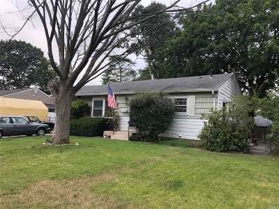 Bay Shore Single Family Home For Sale: 1006 Carll Dr