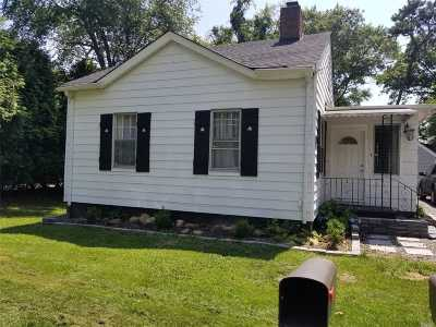Patchogue Single Family Home For Sale: 36 Rowing St