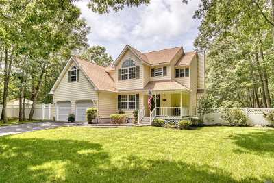 Manorville Single Family Home For Sale: 14 Diane Dr