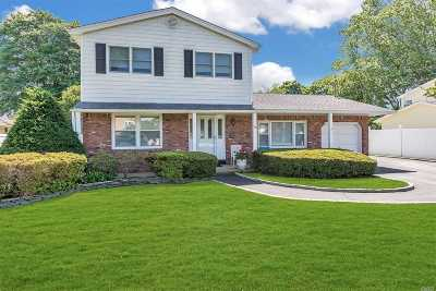 Sayville Single Family Home For Sale: 59 Harp Ln