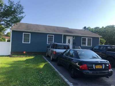 Bay Shore Single Family Home For Sale: 436 Brook Ave