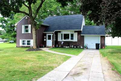 Centereach Single Family Home For Sale: 80 Picket Lane