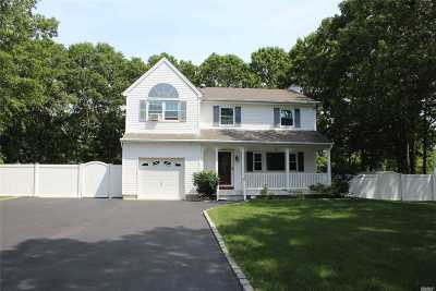 Medford Single Family Home For Sale: 15 Middle Island Ave