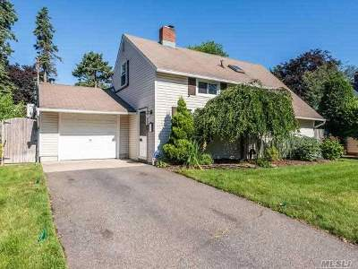 Carle Place, Westbury Single Family Home For Sale: 40 Middle Ln