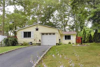 Farmingville Single Family Home For Sale: 4 John Dr